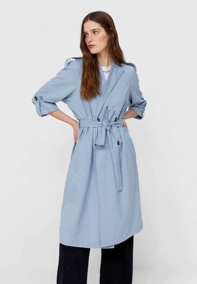 Trenchcoat - light blue