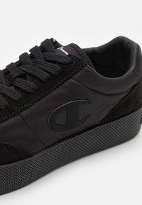 Champion - LOW CUT SHOE ERA - Zapatillas de entrenamiento - new black - 5