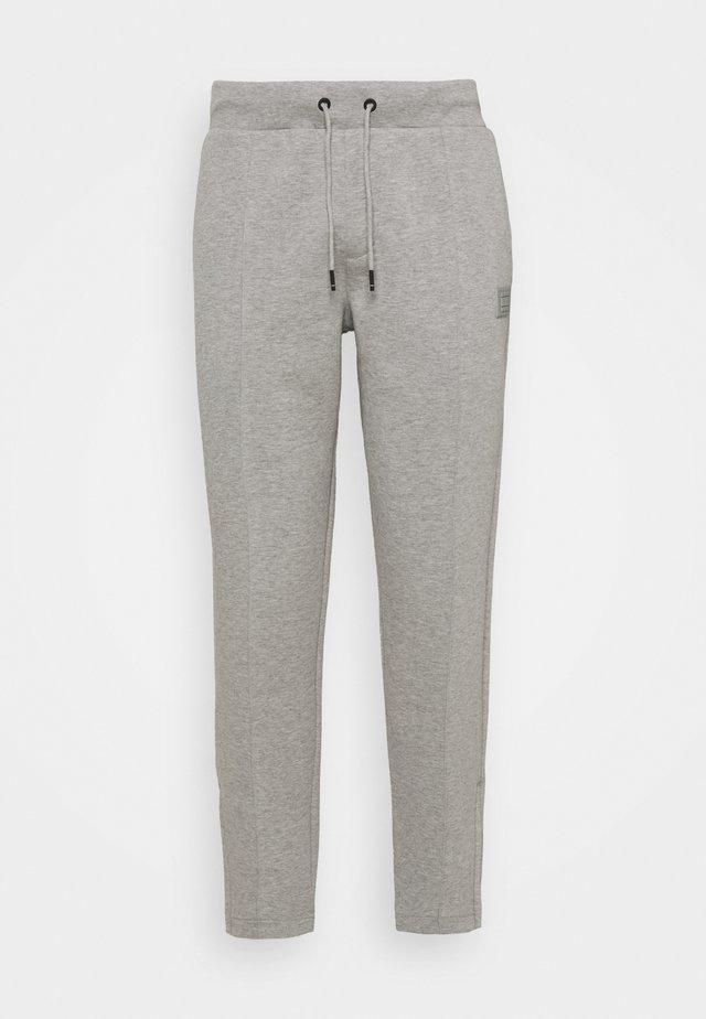 SIGNATURE PINTUCK - Tracksuit bottoms - medium grey heather