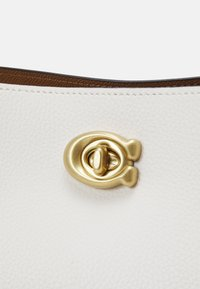 Coach - COLORBLOCK WILLOW SHOULDER BAG - Handbag - chalk multi - 6