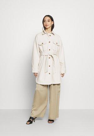 PCRIEMA JACKET - Klasický kabát - beige