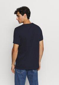 Lacoste Sport - BIG LOGO - T-shirt print - navy blue/wasp - 2