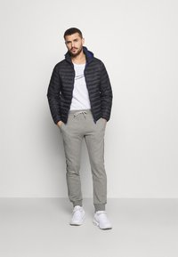 Champion - CUFF PANTS - Spodnie treningowe - grey - 1