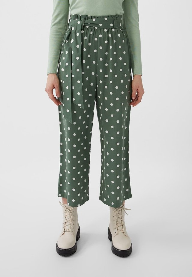 MIT BINDEGÜRTEL - Pantalon classique - green