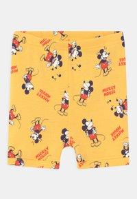GAP - TODDLER MICKEY MOUSE UNISEX  - Pyjama - canary yellow - 2