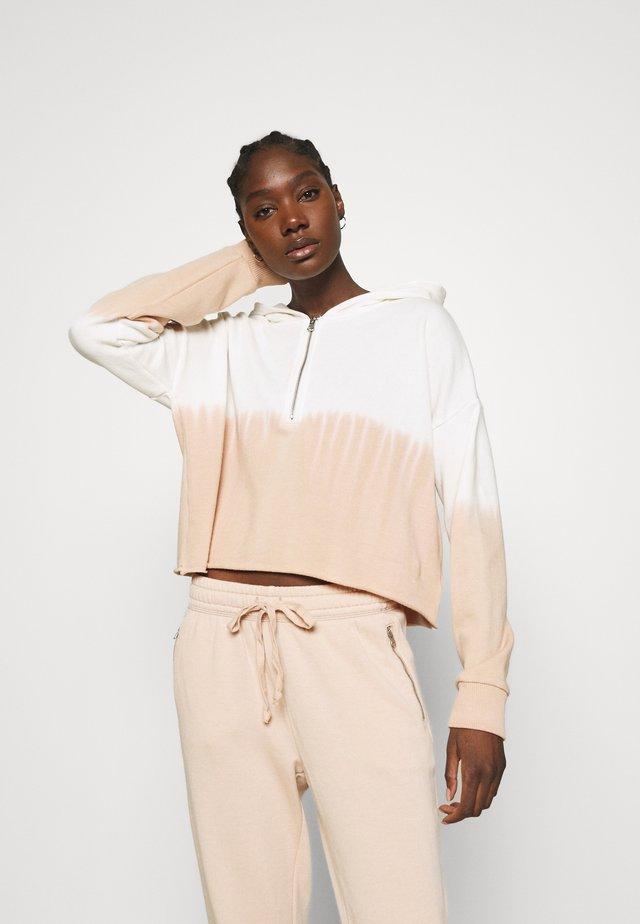 CROP QUARTERZIP HOODIE - Sweater - sands