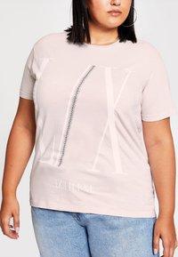River Island Plus - DIAMANTE  - Print T-shirt - cream - 1