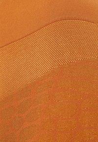 Casall - SHINY ALLIGATOR SEAMLESS - Tights - hazel brown - 5