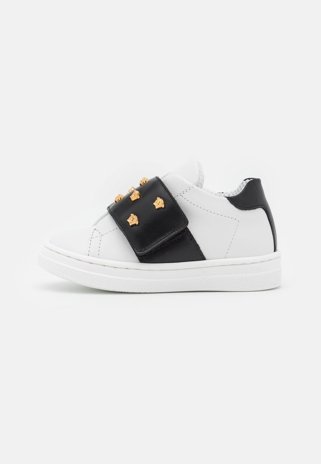 Sneakers - nero/bianco/oro