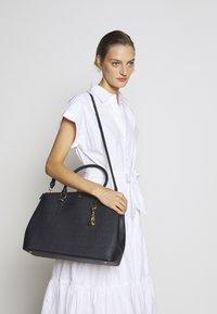 Lauren Ralph Lauren - SATCHEL LARGE SAFFIANO - Handbag - navy - 0