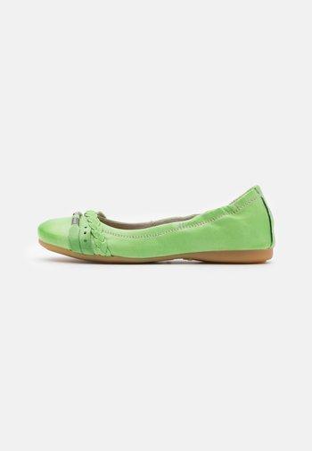 CHANTAL CHANTALLY - Ballet pumps - pistachio