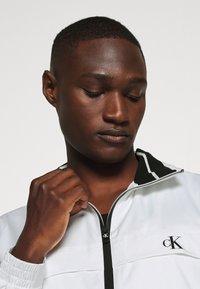 Calvin Klein Jeans - ZIP UP HARRINGTON - Summer jacket - bright white - 3