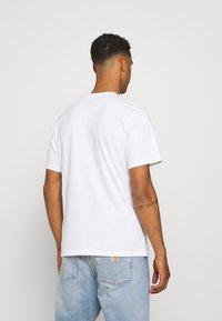 Levi's® - FIT TEE - Print T-shirt - neutrals - 2