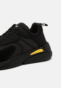 Diesel - S-SERENDIPITY LOW - Sneakers basse - black - 5