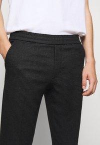 Filippa K - TERRY TROUSER - Kalhoty - dark grey - 6