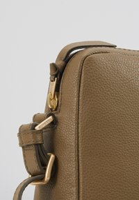 Bree - CARY CROSS SHOULDER - Across body bag - olive - 2