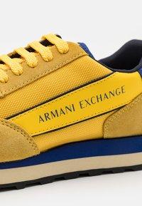 Armani Exchange - Sneakers basse - yellow/bluette/navy - 5