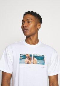 Carhartt WIP - BACKYARD - Print T-shirt - white - 3