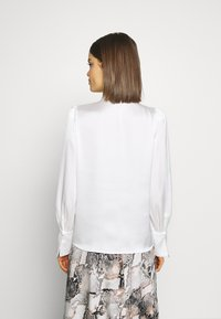 Forever New - PEARL BUTTON TOP - Blouse - white - 2
