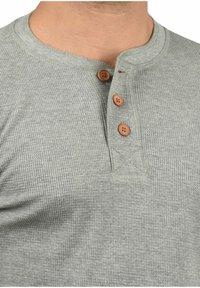 Solid - RUNDHALSSHIRT TOKATO - Long sleeved top - grey melange - 2