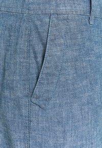 GAP - BERMUDA - Shorts - indigo chambray - 2