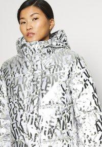 Calvin Klein Jeans - LOGO PUFFER - Winter jacket - silver - 4