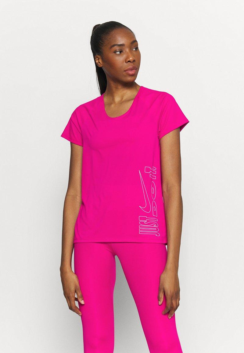 Nike Performance - ICON CLASH MILER  - Print T-shirt - fireberry/white