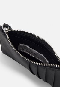 Vivienne Westwood - DERBY SLIM LONG CARD HOLDER - Wallet - black - 3