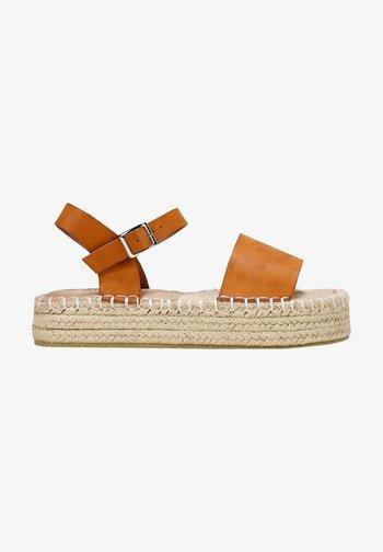 ESPARTO - Sandalias con plataforma - camel