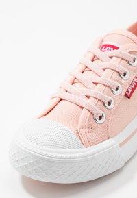 Levi's® - MAUI UNISEX - Tenisky - pink - 2