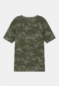 Cotton On - MAX SKATER - T-shirt print - khaki - 1