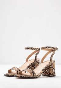 Office Wide Fit - MILLIONS WIDE FIT - Sandals - brown - 4