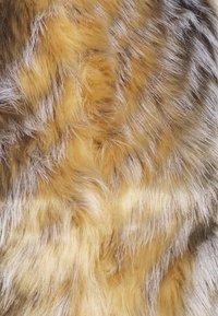 Missguided - CHEVRON TIPPED FUR GILET - Waistcoat - beige - 5