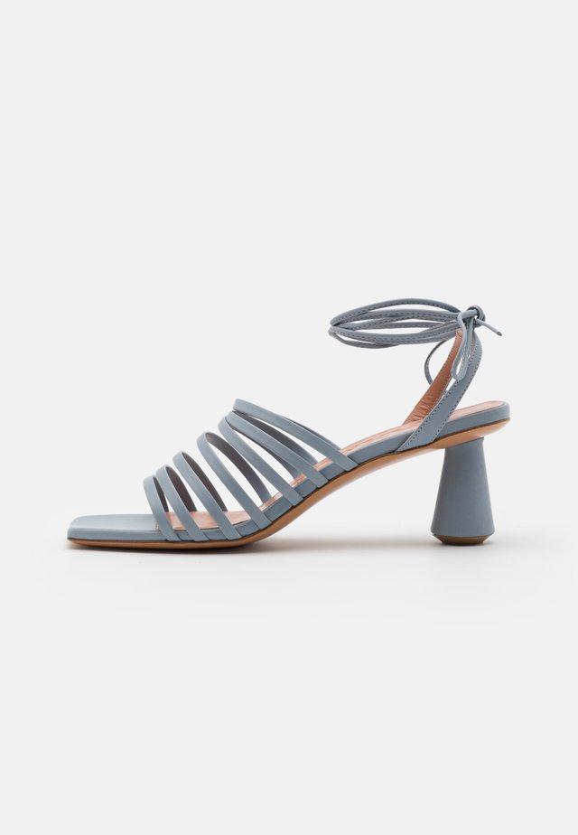 ESTRELLA - Sandalias - light grey