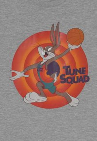Outerstuff - SPACE JAM TUNE SQUAD NAME & NUMBER TEE BUGS BUNNY UNISEX - Print T-shirt - grey - 2