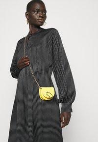 Bruuns Bazaar - ACACIA ARIE DRESS - Denní šaty - black - 3
