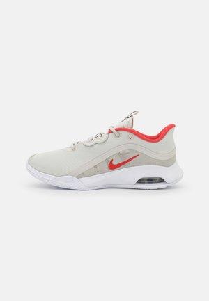 AIR MAX VOLLEY - Tennisschoenen voor alle ondergronden - light bone/lobster/white