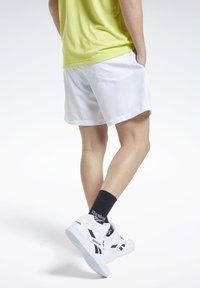 Reebok Classic - CLASSICS SHORTS - Shorts - white - 3
