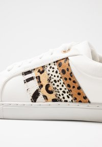 Dorothy Perkins - INFERNO ANIMAL SIDE PANEL LACE UP TRAINER - Trainers - white - 2