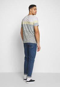 TOM TAILOR - INSIDE COLOUR BLOCK - Print T-shirt - olive night green - 2