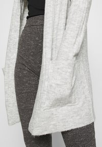 ONLY - ONLCORINNE  - Cardigan - light grey melange - 5