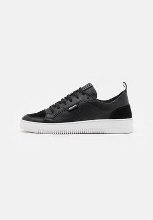 CROONER  - Zapatillas - black