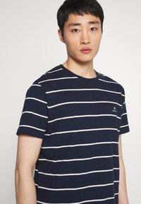GANT - BRETON STRIPE - T-shirt con stampa - evening blue - 3