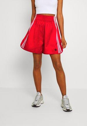 BOXING - Shorts - scarlet