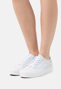 Vans - UA OLD SKOOL TAPERED - Sneakersy niskie - ballad blue/silver peony - 0