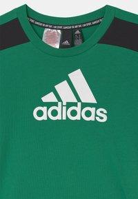 adidas Performance - UNISEX - Triko spotiskem - core green/black/white - 2