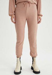 DeFacto - Pantaloni sportivi - pink - 0