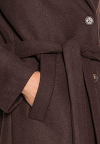 mine to five TOM TAILOR - LOOK LONG COAT - Classic coat - dark oak brown - 4