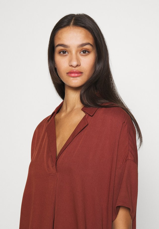 POP OVER SHIRT IN RELAXED FIT - Bluser - island brown