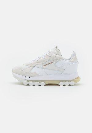 CL CARDI - Baskets basses - footwear white/pure grey/golden bronze
